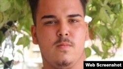 Adrián Rubio Santos, el más joven de los huelguistas del Movimiento San Isidro.