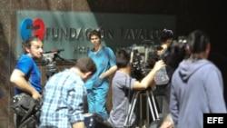 Reporteros a la entrada de la clínica Favaloro de Buenos Aires (Argentina).