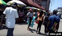 Vendedores y kioscos en Stabroek Market, el mercado más concurrido de Georgetown, Guyana