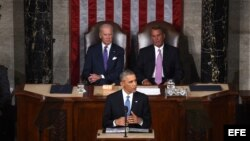 Barack Obama, acompañado por el vicepresidente Joseph Biden (i) y del presidente de la Cámara, John Boehner (d), durante el Discurso sobre el Estado de la Unión, en la Cámara de Representantes de Estados Unidos en el Capitolio, en Washington.