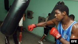 Fotografía de archivo de un boxeador cubano.