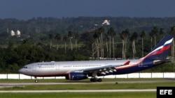 Un avión de Aeroflot procedente de Moscú aterriza en el aeropuerto José Martí de la Habana (Cuba). En este avión se había especulado que viajaría Edward Snowden.