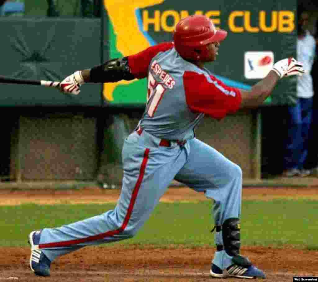 Céspedes debutó en la Serie Nacional cubana con el equipo Granma en 2003 y bateó para .302. Al año siguiente conectó para .313; en 2005 para .351; en 2006 para .306; en 2007 para .284; en 2008 para .323; en 2009 para .345; y en 2010 para .333.