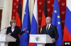 Ángela Merkel junto a Putin durante su visita a Moscú.