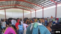 Migrantes cubanos a la espera de una solución que les permita llegar a EEUU