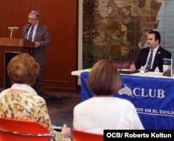José Albertini, presidente del PEN Club, presenta el libro de Pedreira.