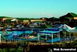 Hotel Playa Cayo Coco. El Grupo Gaviota, del consorcio militar GAESA, ingresa millones en los hoteles Playa y no paga impuestos.