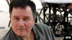 El escritor chileno Roberto Ampuero.