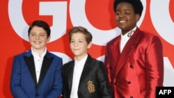 "Actores Brady Noon, Jacob Tremblay y Keith L. Tremblay durante la premiere de ""Good Boys"""