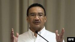 El ministro de Defensa de Malasia Hishammuddin Hussein dijo que no hay planes de rendirse una vez que el submarino Bluefin concluya su trabajo.