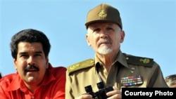 Ramiro Valdés y Nicolás Maduro en La Habana.