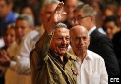 Raúl Castro, asiste a un acto para conmemorar los 100 años de la Revolución Bolchevique, suceso que llevó a la creación de la Unión Soviética, el 7 de noviembre de 2017, en La Habana (Cuba).