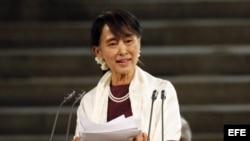 La Premio Nobel de la Paz Aung San Suu Kyi se dirige a las dos cámaras del Parlamento británico el jueves 21 de junio de 2012 en Londres, Reino Unido.
