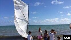 Cubanos llegan a Key Biscayne durante el fin de semana.