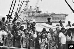 Refugiados cubanos llegan a Key West. AP Photo/Eddie Adams