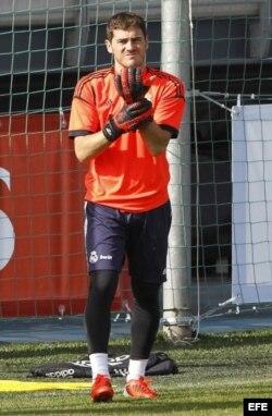 Iker Casillas durante una sesión de entrenamiento con el Real Madrid.