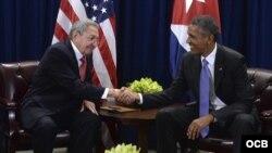 Barack Obama y Raúl Castro, en la sede de Naciones Unidas; Nueva York, septiembre de 2015.