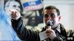 Henrique Capriles se enfrentará a Hugo Chávez en los próximos comicios
