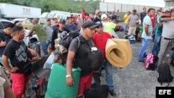 Migrantes cubanos en Paso Canoas, cerca de la frontera entre Panamá y Costa Rica.