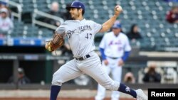 El pitcher cubanoamericano Gio González, de los Cerveceros de Milwaukee. (Wendell Cruz-USA TODAY Sports)