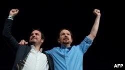 """Garzón junto al líder de """"Unidas Podemos"""" y actual vicepresidente del nuevo gobierno, Pablo Iglesias, en un acto de campaña en Torremolinos en noviembre de 2018 (Foto: Jorge Guerrero/AFP)."""