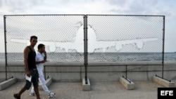Una pieza similar que se exhibe en Nueva York fue expuesta en el malecón durante la XI Bienal de La Habana