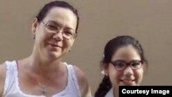 Yakelín Vera y su hija Laura son refugiadas políticas en Trinidad y Tobago.