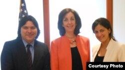 Regis Iglesias y Rosa María Payá junto a Roberta Jacobson