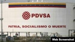 Un cartel en una de las plantas de PDVSA.