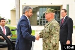 El Almirante Kurt Tidd, jefe del Comando Sur recibe al presidente electo del Paraguay Mario Abdo.