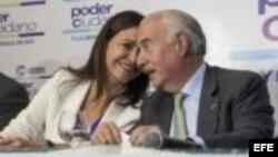 El ex presidente colombiano Andrés Pastrana con la opositora venezolana María Corina Machado.
