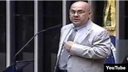 Carlos Jiménez, médico cubano denuncia ante congreso de Brasil