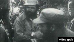Huber Matos junto a Fidel Castro (derecha).