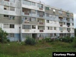 Edificio de microbrigadas en el Reparto Bahía (o Guiteras).