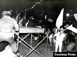 El favorito para la presidencia, Luis Carlos Galán pagó con su vida su firme postura frente al narcotráfico (El País).