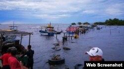 Una tormenta con vientos de 50 kilómetros por hora afectó Niquero, Media Luna y Manzanillo.