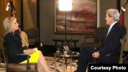 Andrea Mitchell, de NBC, entrevista al secretario de Estado John Kerry. Archivo.