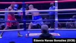 Romero va al ataque ante el colombiano Vargas.