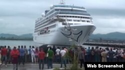El buque Adonia, de Carnival, en su primer viaje a Santiago de Cuba. (Archivo)
