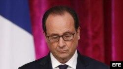 Hollande anunció hoy que cazas franceses realizaron hoy los primeros bombardeos contra posiciones de los yihadistas del Estado Islámico (EI) en Irak y destruyeron completamente un depósito logístico en el noreste del país. EFE/Ian Langsdon