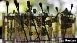 """El """"Mojito"""", trago tradicional cubano, mezcla de ron, menta y azúcar."""
