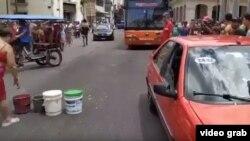 Protesta en La Habana Vieja por falta de agua.