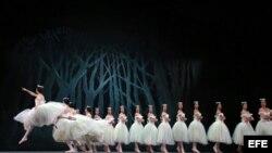 Bailarines del Ballet Nacional de Cuba, ensayan en el Centro de Bellas Artes de San Juan.