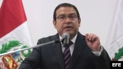 El renunciante ministro de Defensa de Perú
