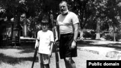 Ernest y Gregory (Gigi) Hemingway en Cuba