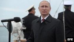 Vladimir Putin preside desfile militar en Crimea (Archivo)