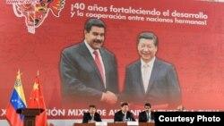 Los presidentes de Venezuela y China, Nicolás Maduro y Xi Jinping, presiden la clausura de una reunión de la Comisión Conjunta de Alto Nivel en Caracas en julio del 2014