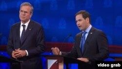El senador Marco Rubio se defiende de un ataque de su rival, el exgobernador de la Florida Jeb Bush.