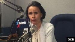 La profesora universitaria cubana y activista de derechos humanos Omara Ruiz Urquiola en los estudios de Radio Martí (Foto: Archivo).