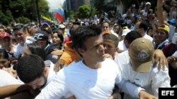 El dirigente opositor venezolano Leopoldo López antes de entregarse a miembros de la Guardia Nacional